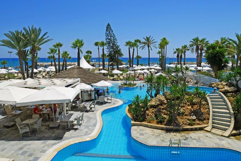 Piscina hermosa en el centro turístico del club del océano de Santa Barbara en Tenerife, islas Canarias españa foto de archivo