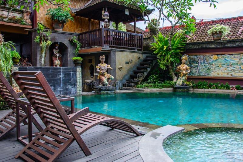 Piscina hermosa en un hotel acogedor en Ubud fotografía de archivo libre de regalías
