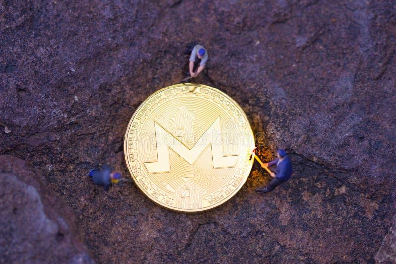 Piscina minera de Monero en sus dispositivos con nuestro software minero dedicado fotografía de archivo