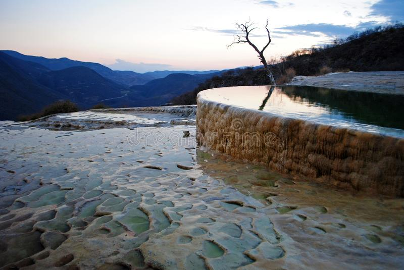 Piscina mineral del Agua del EL de Hierve, México fotos de archivo libres de regalías