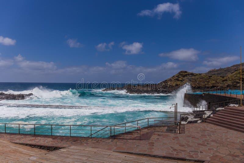 Piscina natural en Mesa del Mar, Tenerife, islas Canarias, España imágenes de archivo libres de regalías