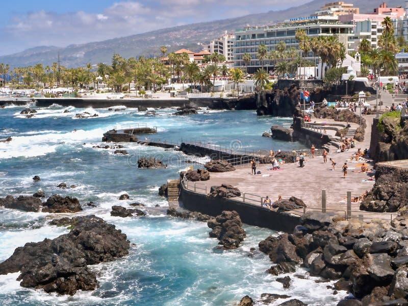 Piscina natural, paisagem da lava em Puerto de la Cruz fotografia de stock