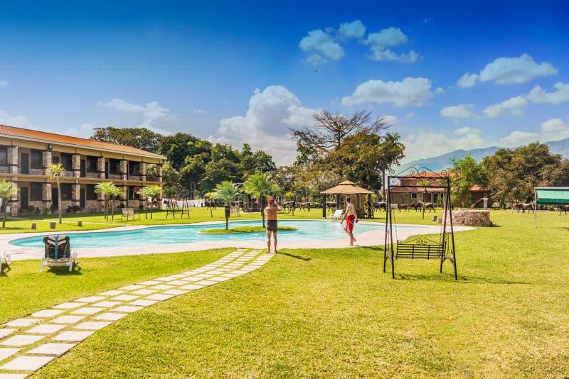 Piscina no hotel grande de Caporal na Guatemala fotografia de stock royalty free