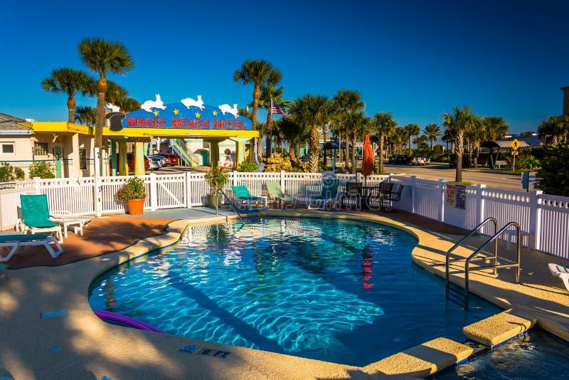 Piscina no hotel mágico da praia na praia de Vilano, Florida fotos de stock royalty free