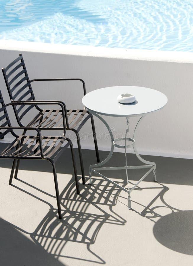 Piscina privata di Santorini del caffè fotografia stock libera da diritti