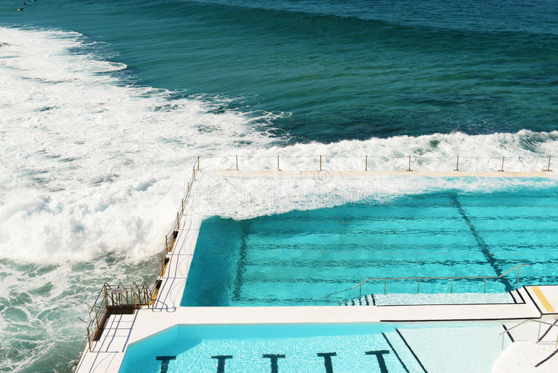 Piscina in spiaggia di Bondi fotografia stock libera da diritti