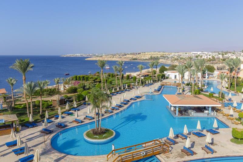 Piscina vuota nelle prime ore del mattino all'hotel vicino al Mar Rosso, Egitto immagine stock libera da diritti