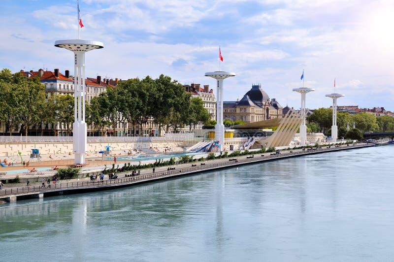 Piscinas municipales de Lyon en el río Rhone Francia imagen de archivo