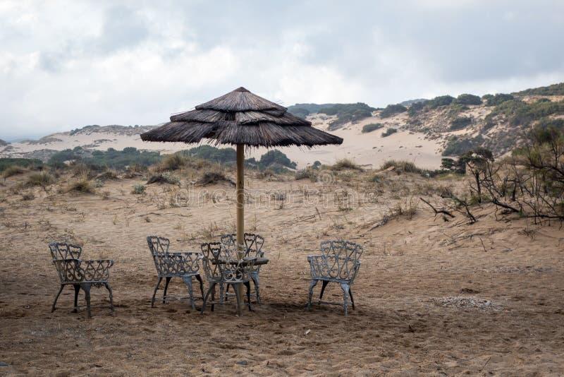 Piscinas stranddyn och vågor i den gröna kusten, Sardinia royaltyfri foto