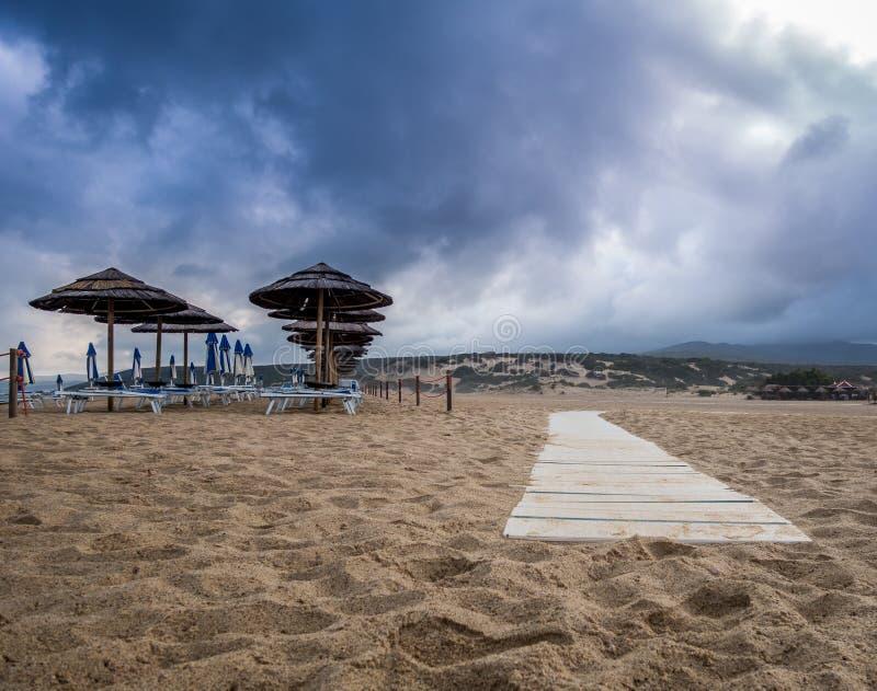 Piscinas stranddyn och vågor i den gröna kusten, Sardinia royaltyfri bild