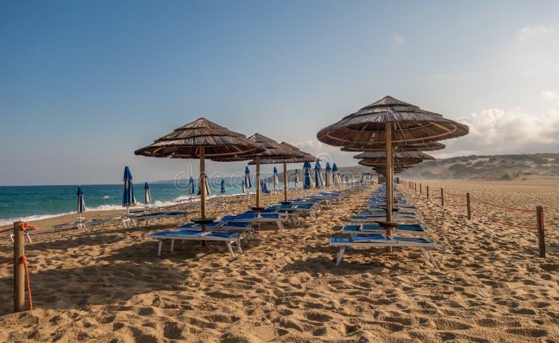 Piscinas stranddyn och vågor i den gröna kusten, Sardinia royaltyfria bilder
