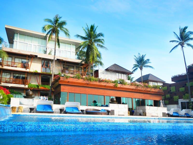 Piscine à la station de vacances Kui Buri, Prachuap Khiri Khan, Thaïlande d'hôtel de luxe de plage photographie stock
