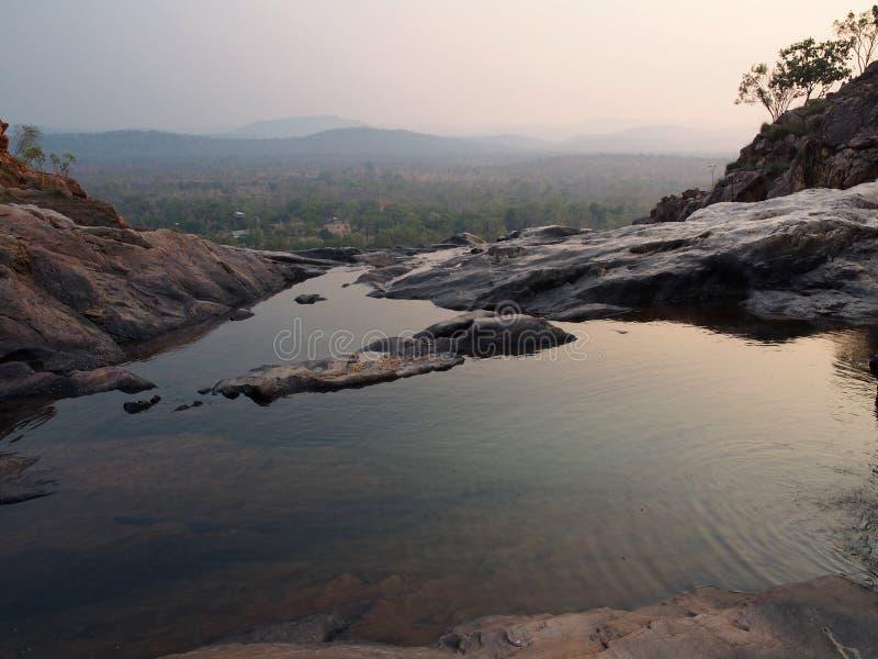 Piscine d'infini chez Gunlom (crique de cascade), parc national de Kakadu, Australie photo libre de droits