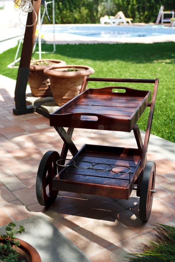 Piscine de chariot et de jardin image stock