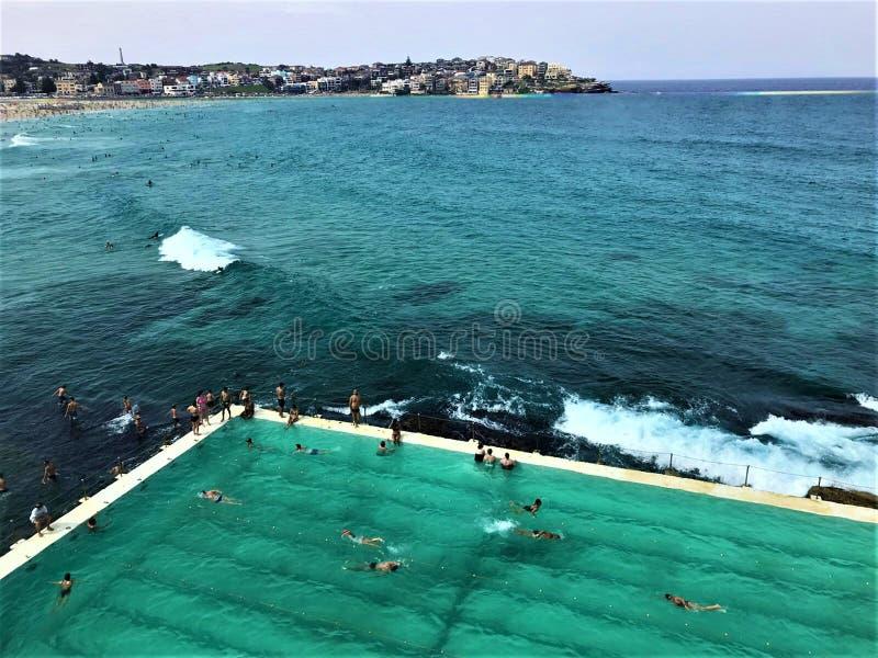 Piscine de plage de Bondi en Australie images stock