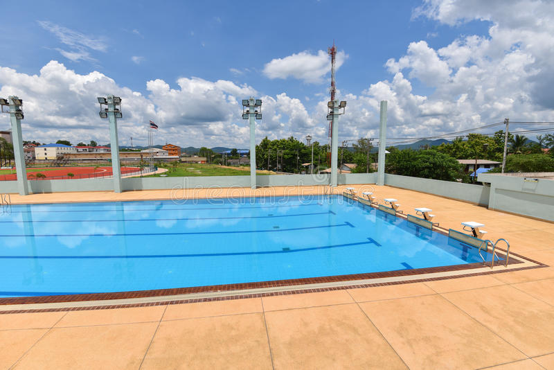 Piscine de sport images stock