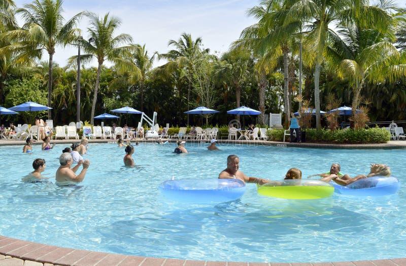 Piscine de village de vacances Aqua Zumba images libres de droits