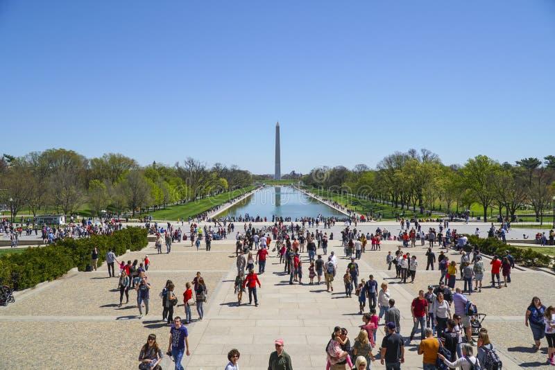 Piscine se reflétante célèbre chez Lincoln Memorial à Washington - WASHINGTON DC - COLOMBIE - 7 avril 2017 photographie stock