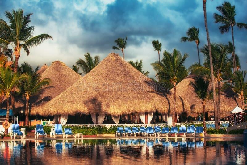 Piscine tropicale dans le lieu de villégiature luxueux, Punta Cana photo stock