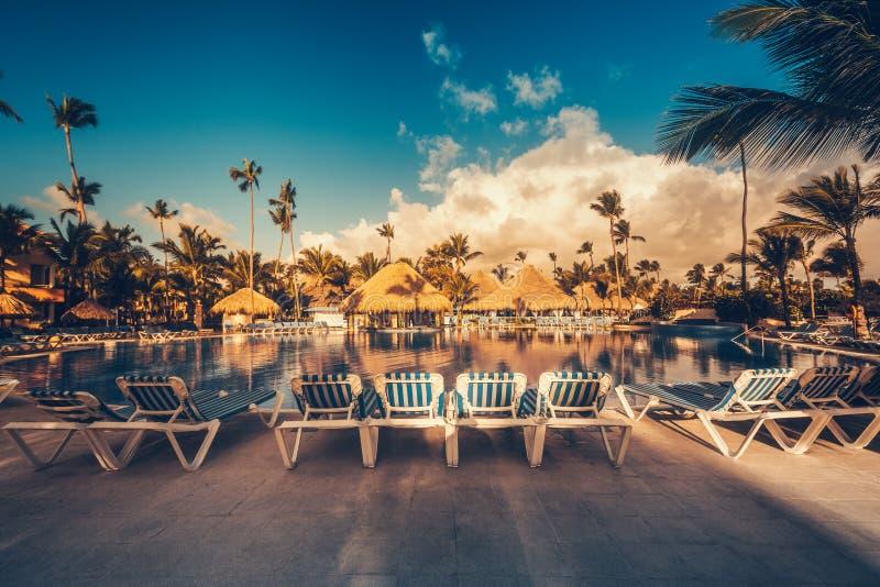 Piscine tropicale dans le lieu de villégiature luxueux, Punta Cana photos stock