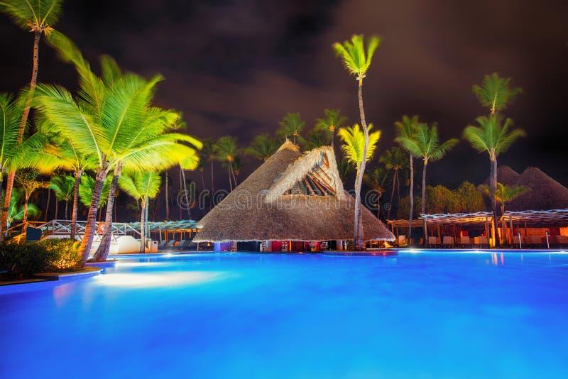 Piscine tropicale dans le lieu de villégiature luxueux, Punta Cana images stock