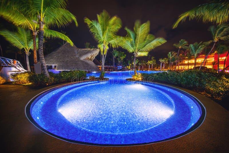 Piscine tropicale dans le lieu de villégiature luxueux, Punta Cana photographie stock