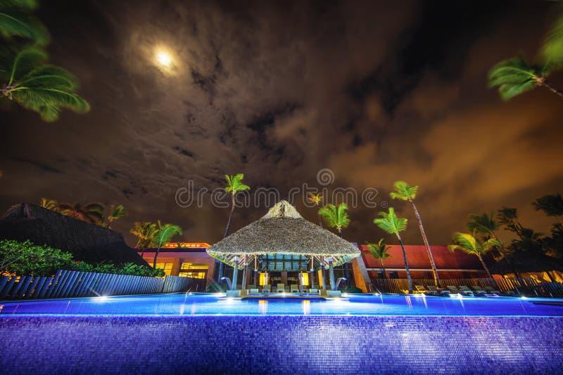 Piscine tropicale dans le lieu de vill?giature luxueux, Punta Cana photo stock