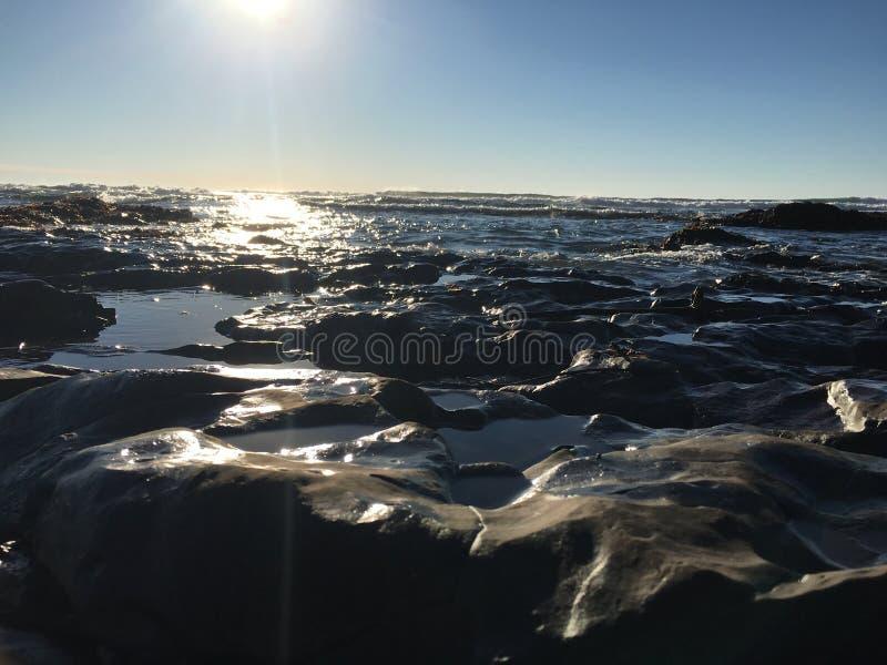 Piscines de marée et le ciel photo libre de droits