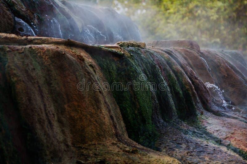 Piscines de travertin et terrasses naturelles, Pamukkale, Turquie photo stock