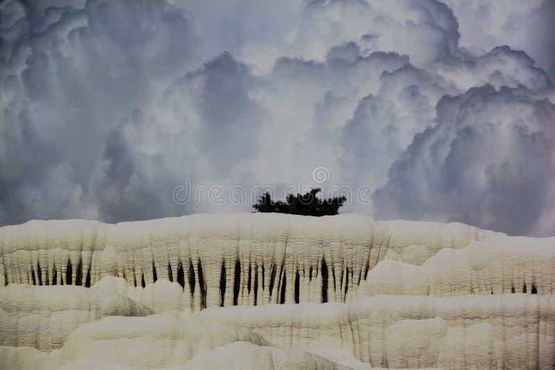 Piscines de travertin et terrasses naturelles, Pamukkale, Turquie photographie stock