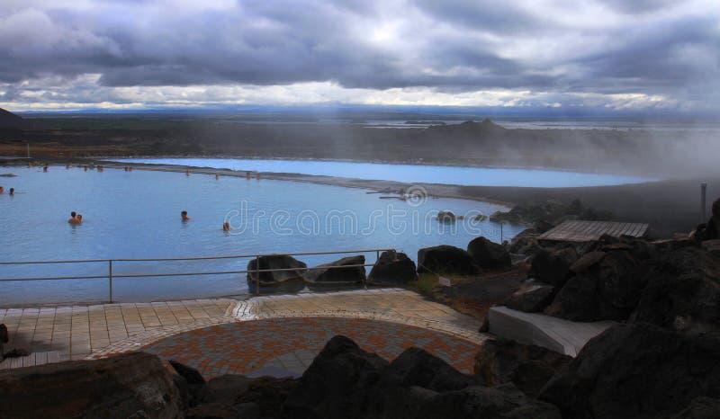 Piscines thermiques de station thermale près de lac Myvatn, Islande image libre de droits