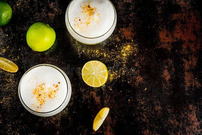 Pisco tradicional chileno do licor ácido fotos de stock royalty free