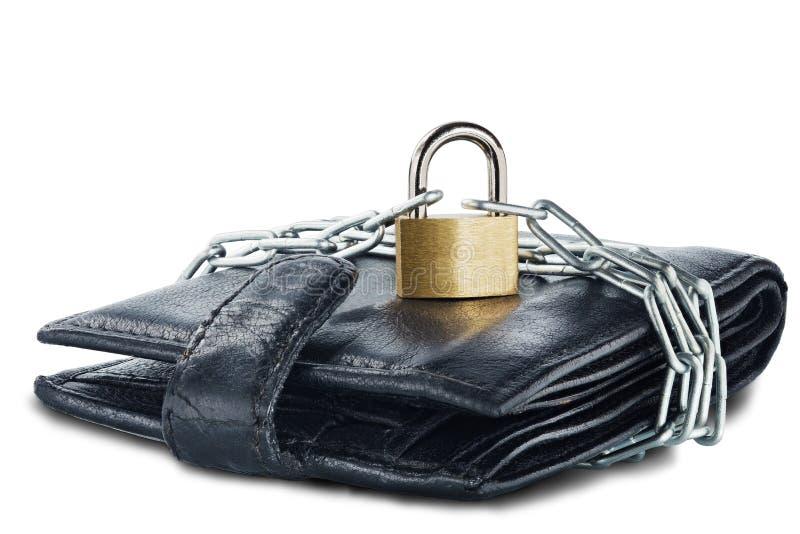 Piska plånboken med låset och kedjan på vit isolerad bakgrund Begrepp av skydd av elektroniska pengar och av personlig financ för arkivbilder