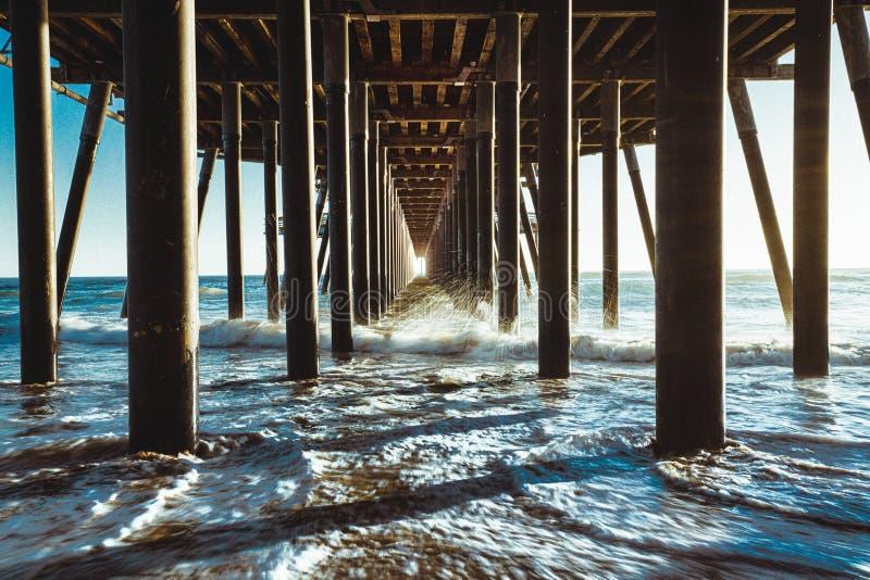 Pismo plaży molo podczas zmierzchu, oceanu spokojnego, Kalifornia linia brzegowa obraz stock