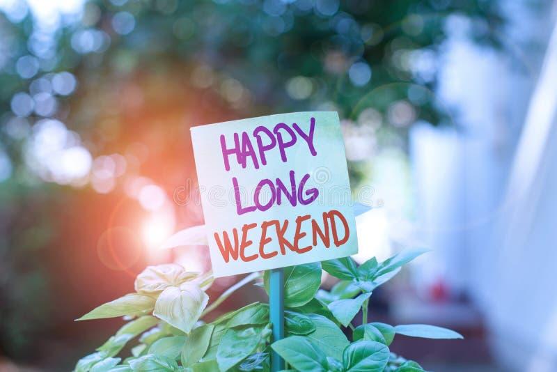 Pismo ręczne — szczęśliwy długi weekend Pojęcie oznaczające życzenie komuś szczęśliwego urlopu Podróż na wakacje Plain fotografia royalty free