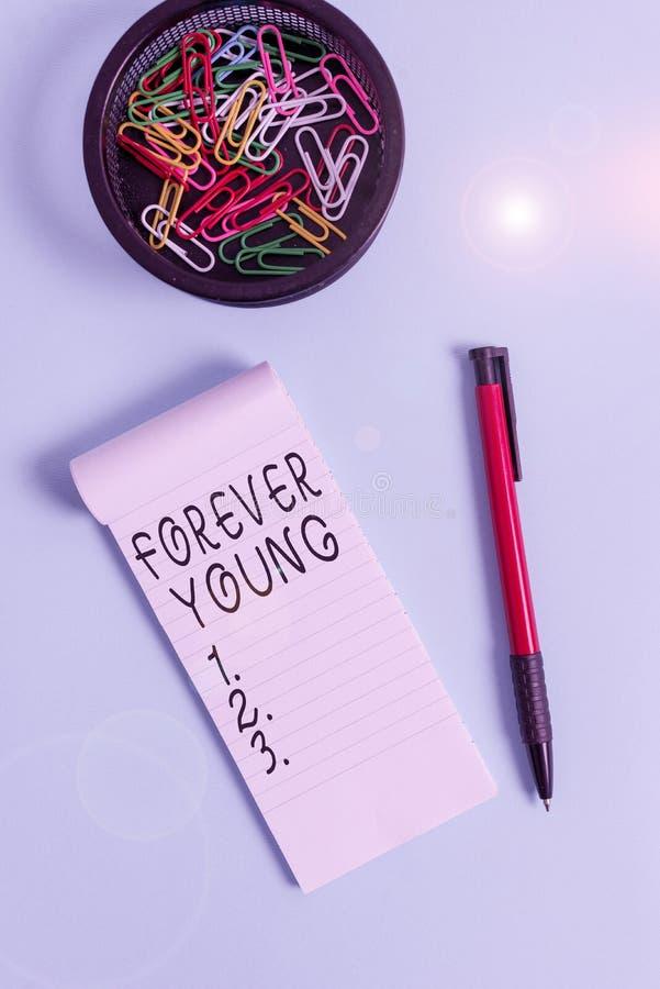 Pismo ręczne przedstawiające 'Forever Young' Fotografia biznesowa: nastrój świeżości i beztroski niezależnie od wieku obraz stock