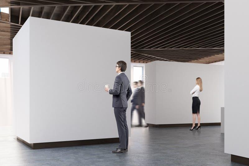 Piso concreto de la galería de arte, vista lateral, gente stock de ilustración