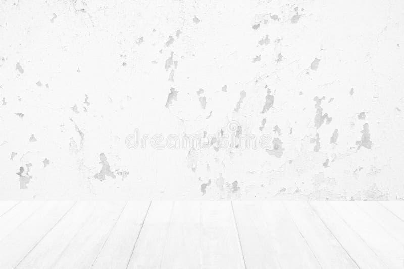 Piso de madera blanco con el fondo blanco de la textura del muro de cemento de la pintura de la peladura fotografía de archivo libre de regalías