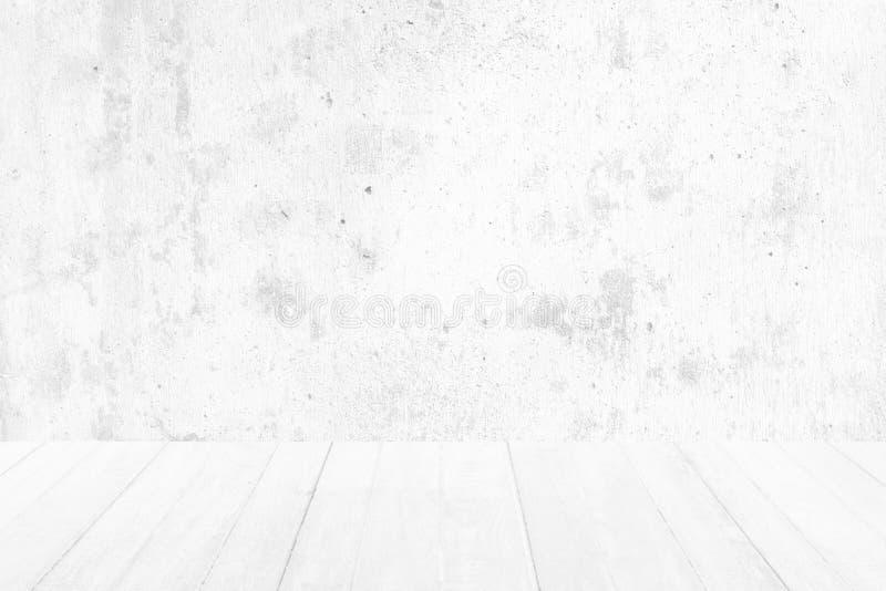 Piso de madera con el fondo de la textura de la pared del cemento blanco foto de archivo