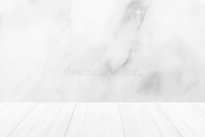 Piso de madera con el fondo de mármol blanco imagen de archivo libre de regalías