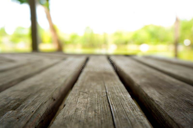 Piso de madera en el lago imagen de archivo