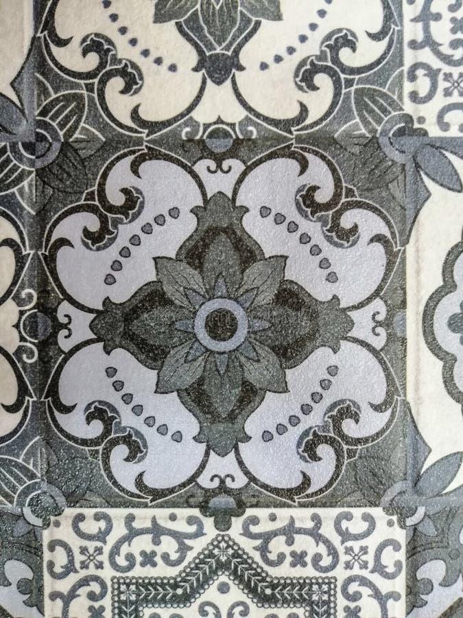 Piso de tejas abstracto hermoso de la textura y fondo y papel pintado blancos y negros del modelo del color de la placa de la roc foto de archivo libre de regalías