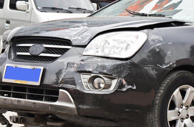 Pista dañada del coche imagen de archivo
