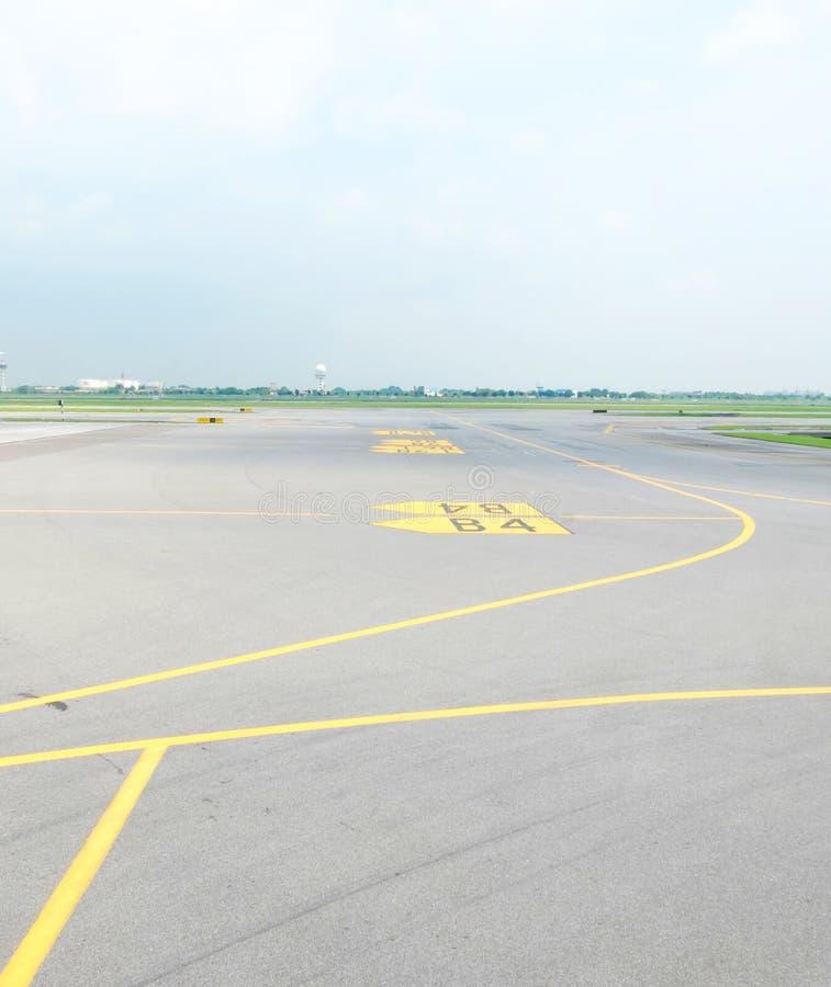 Pista de aterrizaje en aeropuerto foto de archivo libre de regalías