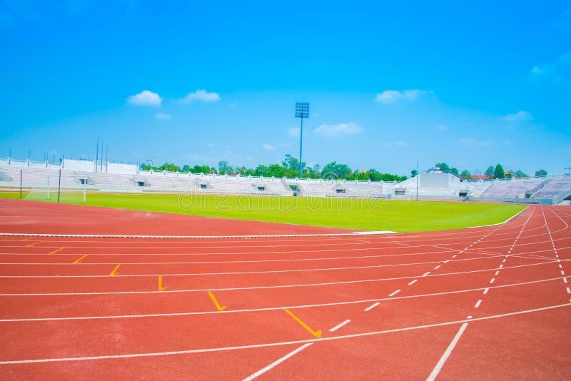 Pista de atletismo de um estádio dos esportes fotografia de stock