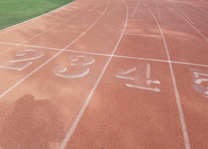 Pista de atletismo na linha nenhuns povos imagens de stock royalty free