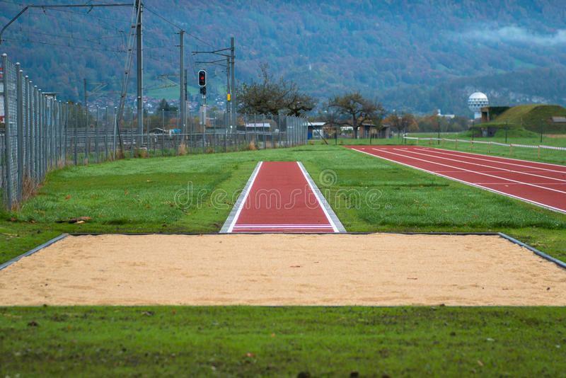 Pista de atletismo vermelha foto de stock royalty free