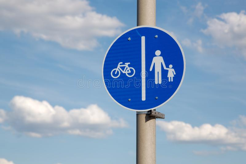 Pista de bicicleta no passeio fotografia de stock royalty free