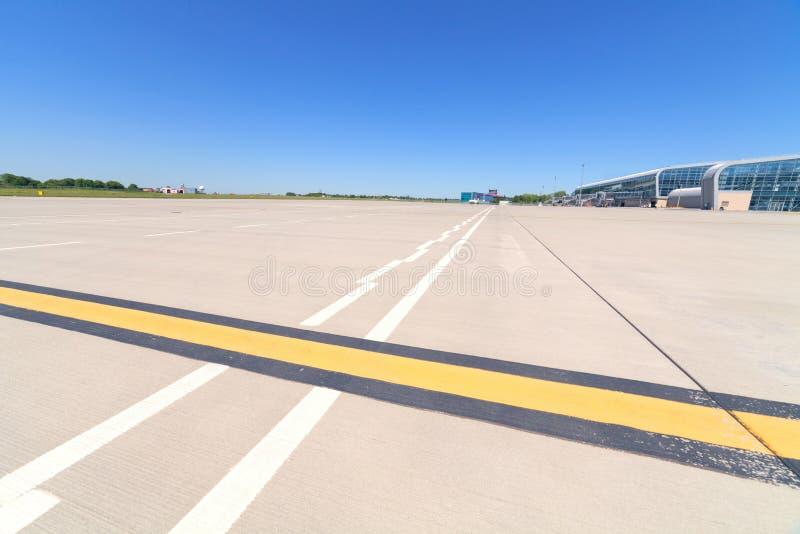 Pista de decolagem do aeroporto imagem de stock royalty free