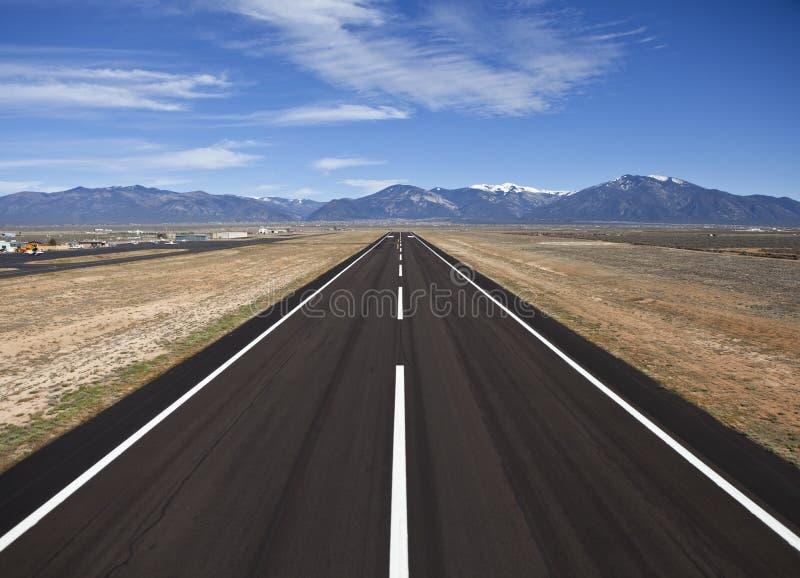 Pista de decolagem rural do aeroporto do condado imagem de stock royalty free